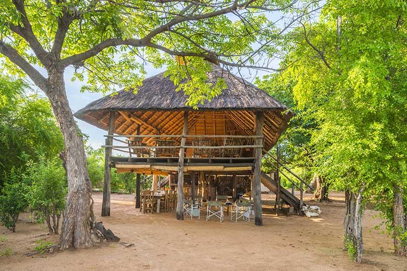 rhino-safari-camp-main-boma